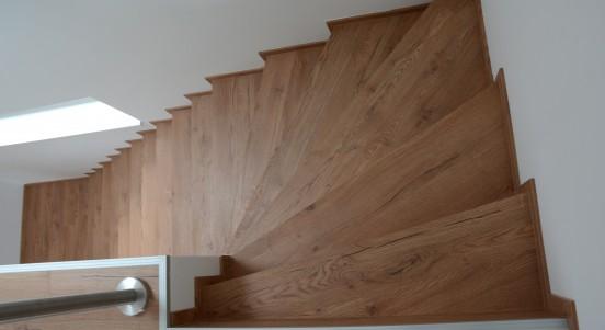 Lépcső burkolat parkettából?